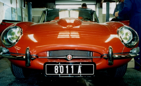 8011 A - This E-type Jaguar was seen in Auckland in 2002    Brumby archive