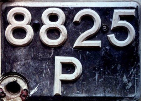 P 8825 - Similarly , French Tahiti sometimes used British-style plates for the original series of up to four numerals followed by a 'P' for Privé.   VB photo in Papeete, 2002.