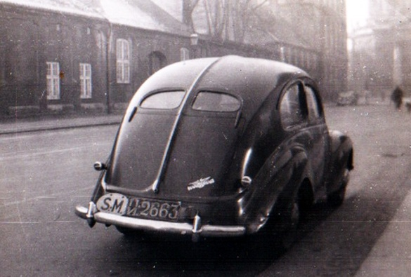 Siamese car of unknownmake,  in Denmark 1947