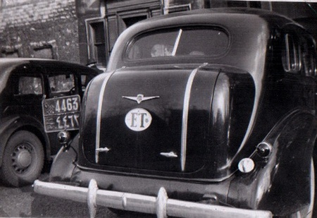 A more prosperous visitor from Cairo or Gaza (is the code C or G?) brought his massive American car to Oxford, as prey to JP's camera.    C/G 4463 waits alongside a 1930s Wolseley in 1940s Oxford.   Pemberton archive.