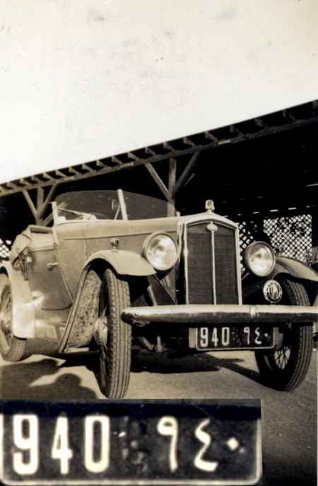 Cairo 940 shown in 1934 outside the Asp & Turban p.h.   Brumby archive
