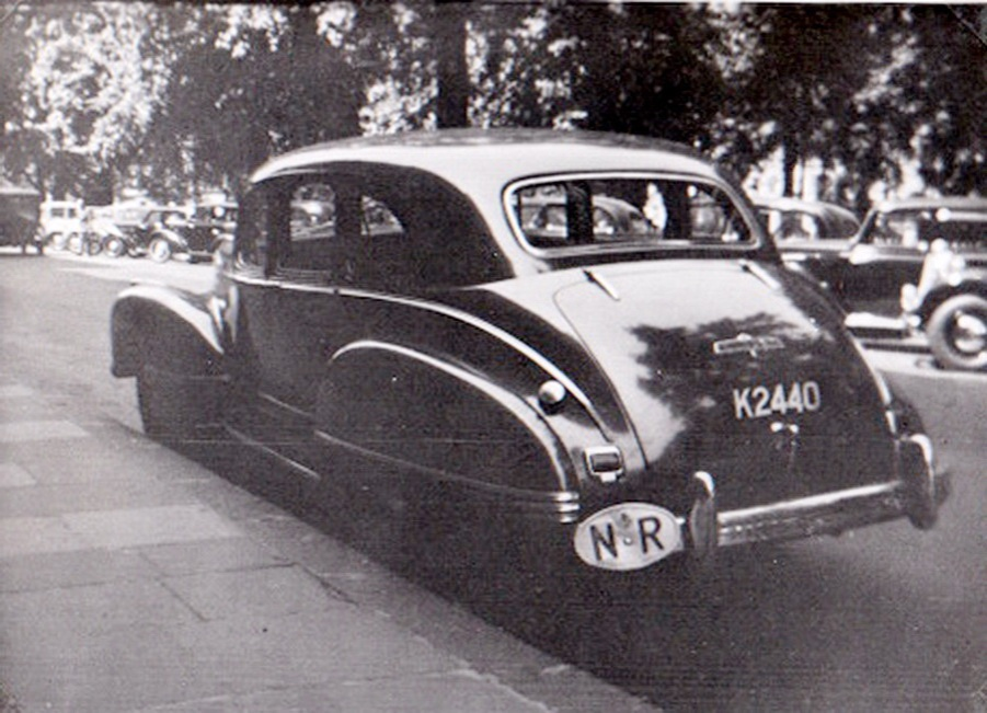 Here is the NR code 'K' of the period, seen borne on a vehicle in London by John Pemberton just before or just after the war. What a massive oval NR! (Pemberton archive)