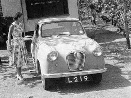 This Austin A35 circa 1960, hails from Northern Rhodesia.   L and 3 numbers in the GB style could just as easily come from Aden or Cyprus, or Fiji or Labuan.....