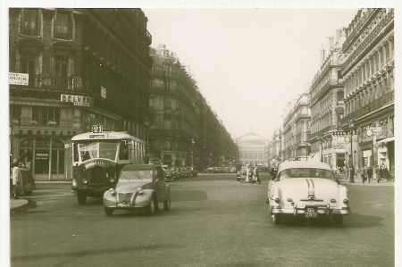 The Scottish RAC also had a batch of 'Q' plates to hand to visiting motorists, many of whom were US servicemen, at Scottish bases.     QS 2801 is seen here on vacation in Paris, during the 1950s, the 'S' showing its Scottish RAC provenance.