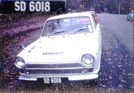 Another historic picture from the Southern African zone, is SD 6018 from the 1922-79 Swaziland series.   This Mk1 Ford Cortina was photographed in  Britain in the 1960s. These plates were made for SD in ZA.