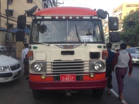 bur-2013comv-bus-locals-yangon_g-4617_bus-2017vb