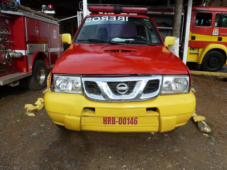 (HON gv)(fire)_HRB-00146_f_(r.y)_Nissan ute.Roatan2017VB