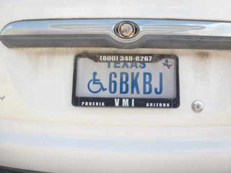 (USA-Tex)(disabled)_68KBJ_(bl.w)_Chrysler SUV.Roatan2017VB